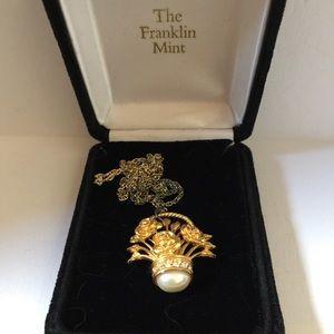 VTG Franklin Mint Flower Basket Pendant Necklace
